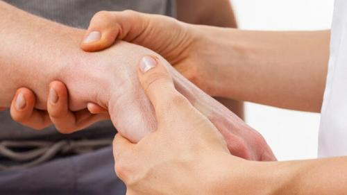 Spitalizare pentru dureri articulare. Ce trebuie sa stii despre durerile de umar si ameliorarea lor