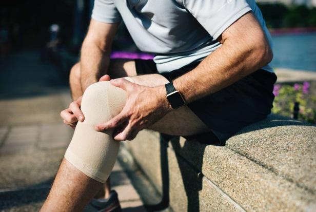 durere și febră în articulația genunchiului