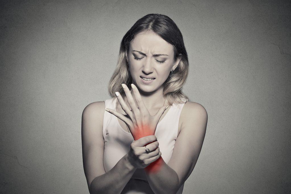 devenind o durere în articulațiile proserpinei