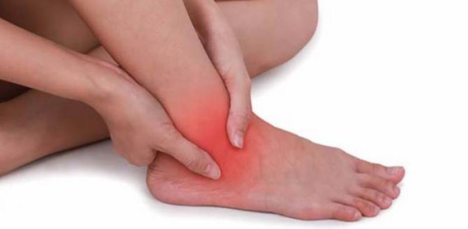 articulație roșie și dureroasă pe picior