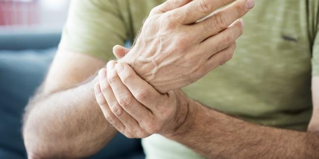 când ridicați o mână, dureri articulare