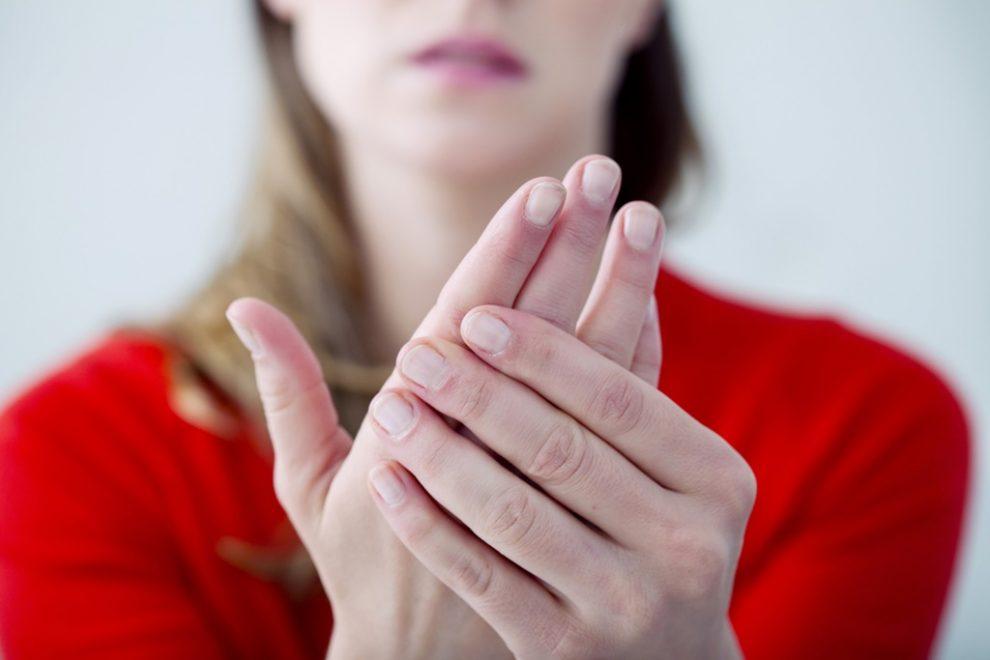 de ce rosturile umflate pe mâini