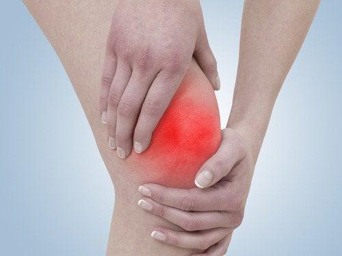 durerea de genunchi face clic pe aplecare