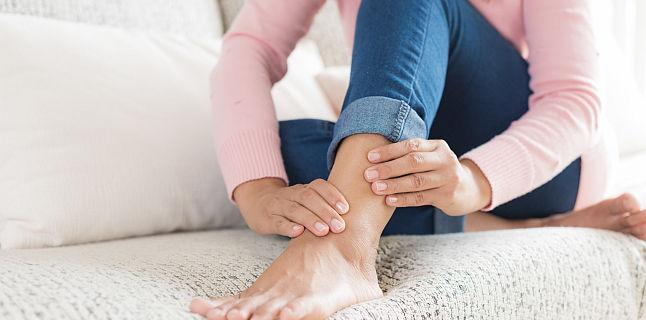 umflarea pe picioarele articulațiilor ligamentul incomplet al tratamentului articulației genunchiului