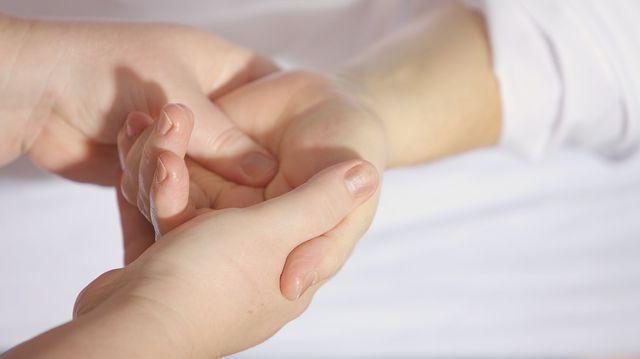 din durerea de activitate fizică a articulației șoldului durere în toate articulațiile brațelor și picioarelor